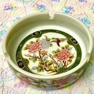 VINTAGE PORCELAIN BEAUTIFUL ASHTRAY/TRINKET PLATE